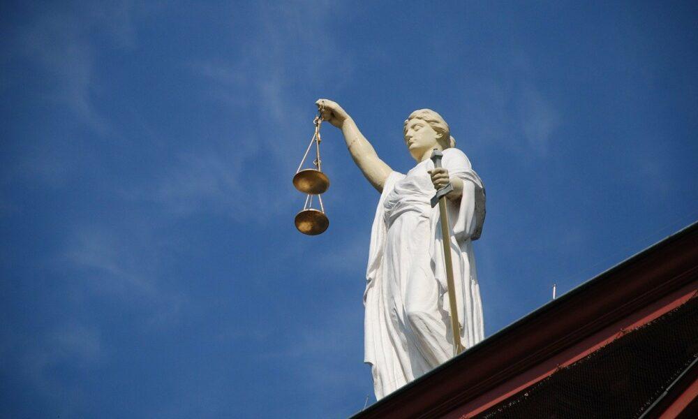 La presidenta de la SEC, Hester Pierce, dice que tenemos que 'confrontar este hecho' sobre el ETF de Bitcoin